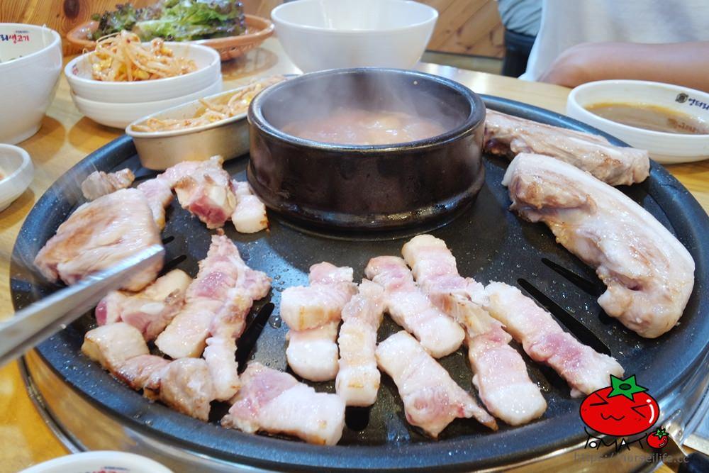韓國、首爾|明洞鬧區內的巷弄飽足美食-「荒謬的生肉」烤肉吃到飽 - nurseilife.cc
